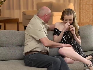 DADDY4K. Old man gets acquainted with son's girlfriend