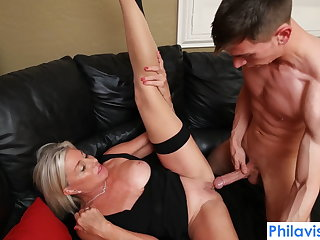 CFNM PHILAVISE-Oops, I pied my stepmom with Payton Hall